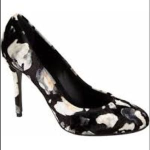 Brand new Velvet printed Eugenia Kim high heels